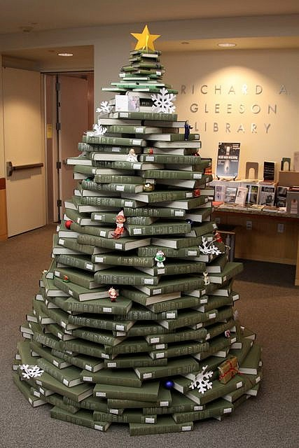 Book-christmas-tree-20101213-175013
